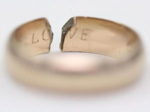 broken-wedding-ring